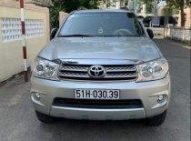 Cần bán Fortuner V, cuối 11/2009, xe đẹp, chạy khoảng 67000 km, gia đình sử dụng giá 565 triệu tại Tp.HCM