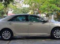 Chính chủ bán xe Toyota Camry 2.0E đời 2015, màu vàng cát giá 830 triệu tại Hà Nội