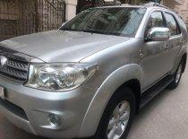 Gia đình bán Toyota Fortuner 2.5G 2009, màu bạc số sàn giá 592 triệu tại Tp.HCM