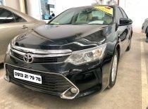 Bán xe Toyota Camry 2.0E năm 2015, màu đen giá 820 triệu tại Tp.HCM