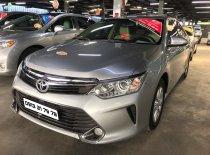 Bán Toyota Camry 2.0E đời 2015, màu bạc giá 820 triệu tại Tp.HCM