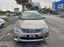 Cần bán xe Toyota Innova 2.0G sản xuất 2013, màu vàng, xe gia đình nên đi rất ít giá 540 triệu tại Tp.HCM