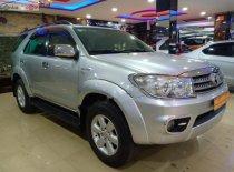 Cần bán lại xe Toyota Fortuner 2.7V 4x4 AT sản xuất 2010, màu bạc xe gia đình, giá tốt giá 530 triệu tại Đắk Lắk