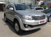 Cần bán gấp Toyota Fortuner V năm sản xuất 2012, màu bạc chính chủ giá cạnh tranh giá 599 triệu tại Hà Nội