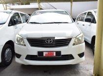Cần bán xe Toyota Innova J đời 2014, màu trắng giá 250 triệu tại Tp.HCM