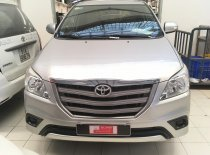 Cần bán lại xe Toyota Innova 2.0E đời 2015, màu bạc, số sàn giá 530 triệu tại Tp.HCM