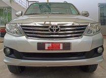 Cần bán Toyota Fortuner 2.0E đời 2012, màu bạc giá 580 triệu tại Tp.HCM