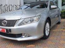 Cần bán lại xe Toyota Camry 2.0E năm 2013, màu bạc, còn mới, giá tốt giá 710 triệu tại Tp.HCM