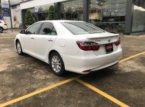 Cần bán xe Toyota Camry 2.0E đời 2016, màu trắng, nhập khẩu nguyên chiếc giá 800 triệu tại Tp.HCM