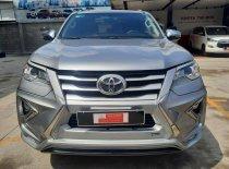 Bán ô tô Toyota Fortuner 2.4G sản xuất 2018, màu bạc giá 940 triệu tại Tp.HCM